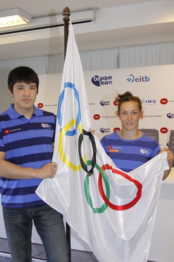 Los-judokas-Kiyoshi-Uematsu-y-Oiana-Blanco-esta-mañana-antes-de-partir-hacia-los-Juegos-Olímpicos-Londres-2012
