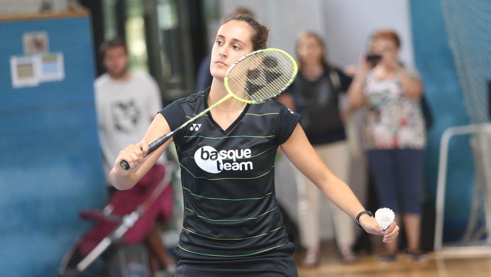 Clara Azurmendi jugando